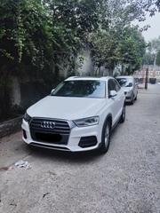 Audi Q3 35 TDI Premium with Sunroof